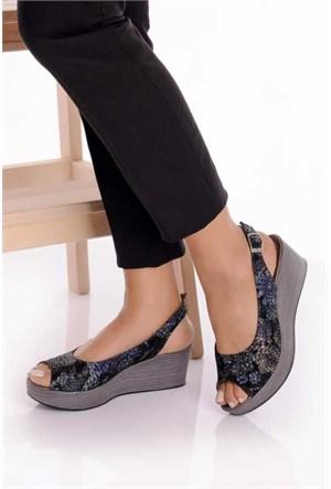 Bueno Siyah Çiçekli Dolgu Topuk Deri Ayakkabı