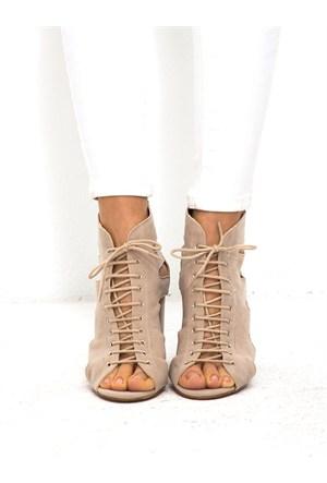 Mecrea Exclusive Essery Bej Süet Dekolte Açık Burun Topuklu Ayakkabı
