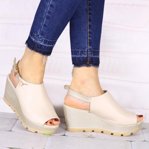 İnce Topuk Bej Dolgu Topuk Ayakkabı