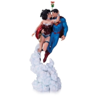 Dc Collectibles Superman Wonder Woman Holiday Kiss Mini Statue