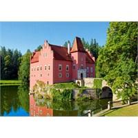 Castorland 1000 Parça Cervena Lothe Castle Czech Republic