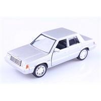 Diecast 1983 Plymouth Reliant 1/24 Die Cast Model Araç