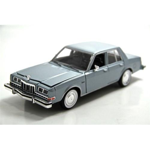 Motormax 1:241986 Dodge Diplomat Salon -Yeşil Model Araba