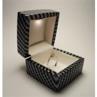 Osmanlı Gümüş Işıklı Pırlanta Altın Tektaş Yüzük Kutusu Karbon Fiber Desenli