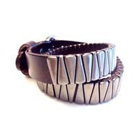 Betico Fashion Kahverengi Diş Zımbalı Bileklik