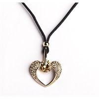 Betico Fashion Altın Melek Kanatları Kalp Kolye