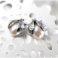 Betico Fashion Gümüş Şans Getiren Uğurböceği Küpeler