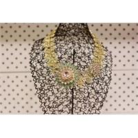 Bengü Accessories Klasik Tarz, Çiçek Figürlü Gösterişli Yaka Kolye