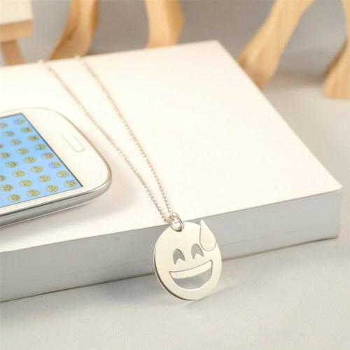 Crystal Baby Gümüş Özel Tasarım Emoji Terleyen Yüz Kolye