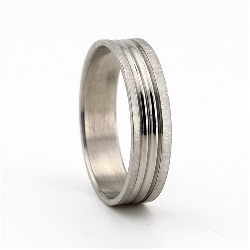 Solfera Gümüş Renkte Şeritli Bayan Çelik Yüzük R070