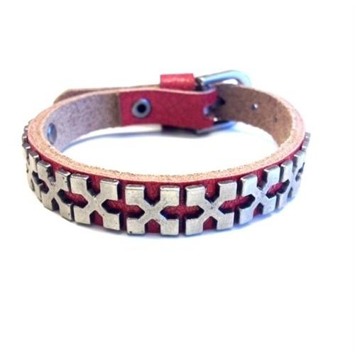 Betico Fashion Kırmızı X Zımbalı Bileklik
