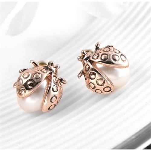 Betico Fashion Altın Şans Getiren Uğurböceği Küpeler