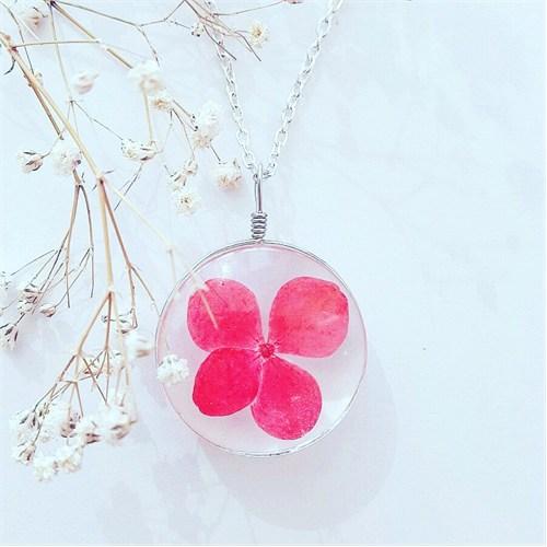 Güven Altın Yaşayan Kolyeler Kristal Cam Kurutulmuş Çiçekler Yk154