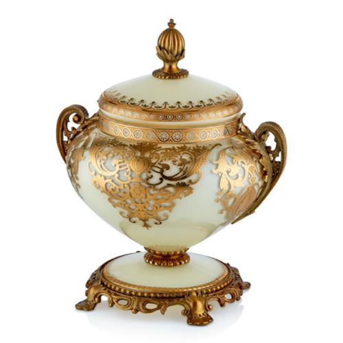 Cemile Bej Üzerine Altın Desenli Kapaklı Büyük Şekerlik