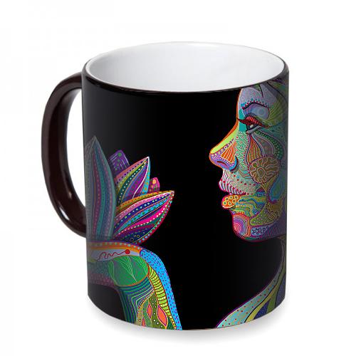Fotografyabaskı Lotus Çiçeği Tutan Kadın Sihirli Siyah Kupa Bardak