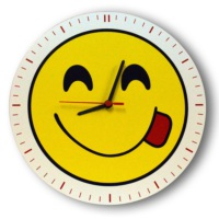 Smiley Concept Dil Çıkaran Emoji Duvar Saati