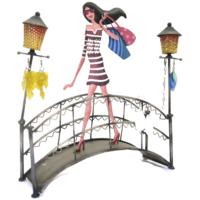 Kanca Ev Köprüde Genç Kız Bordo Elbiseli Takı Askılığı
