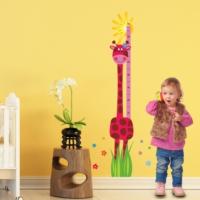 DekorLoft Neşeli Zürafa Boy Ölçer Duvar Sticker DBC56 Pembe