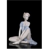 Oturan Kadın Figürlü Porselen Biblo