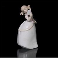 Yelpazeli Kız Figürlü Porselen Biblo