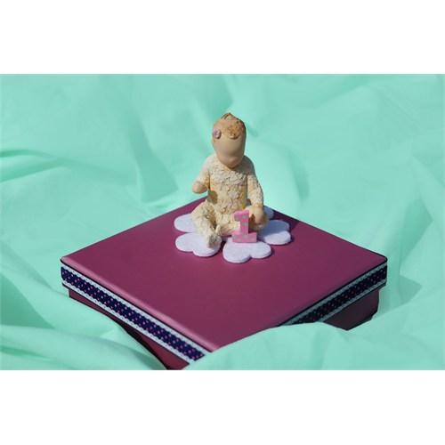 Mira 1 Yaş Kız Bebek Tasarım Kutu 14*14 Cm