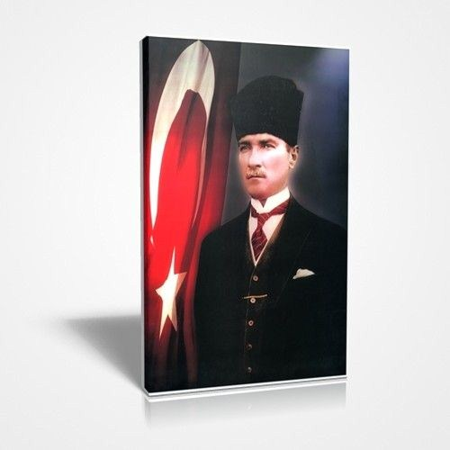 Atatürk Ve Bayrak Canvas Tablo