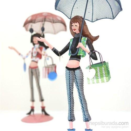 Takılık Mavi Şemsiyeli Genç Kız