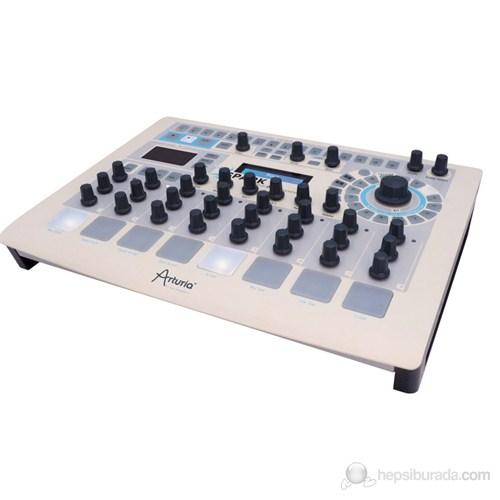 Arturıa Spark (Hybrid Drum Machine)