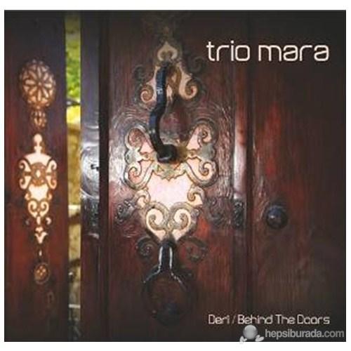 Trio Mara & Deri – Behind The Doors