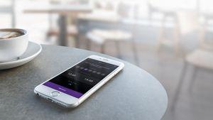 Bir kafede Dyson Link akıllı telefon uygulaması