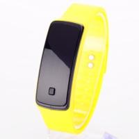 Pratik Siyah Ekranlı Led Saati (Sarı)