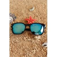 Morvizyon Clariss Marka Siyah Çerçeveli Mavi Renkli Cam Tasarımlı Unisex Güneş Gözlük Modeli