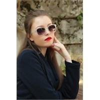Morvizyon Clariss Marka Beyaz Şeffaf Çerçeve Tasarımlı Bayan Güneş Gözlük Modeli
