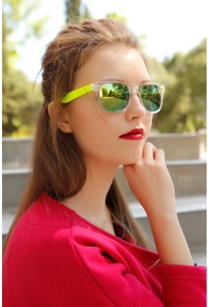 Clariss Marka Şeffaf Çerçeve Tasarımlı Yeşil Detaylı Renkli Cam Bayan Gözlük Modeli