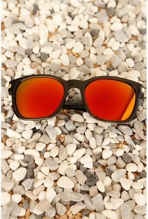 Morvizyon Clariss Marka Siyah Çerçeve Tasarımlı Kırmızı Renkli Cam Unisex Güneş Gözlük Modeli