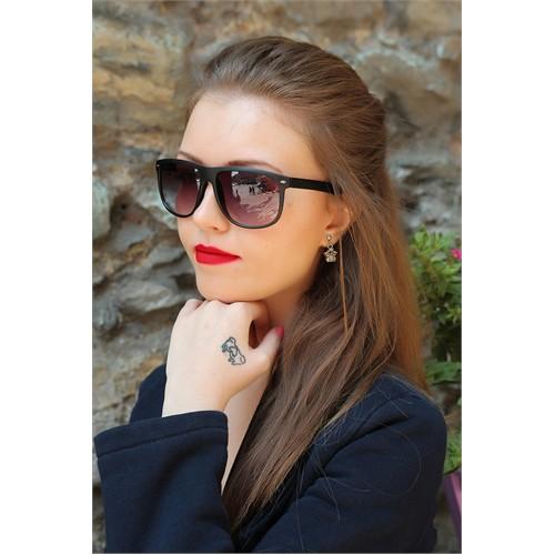Morvizyon Clariss Marka Füme Rengi Mat Çerçeve Tasarımlı Bayan Güneş Gözlük Modeli